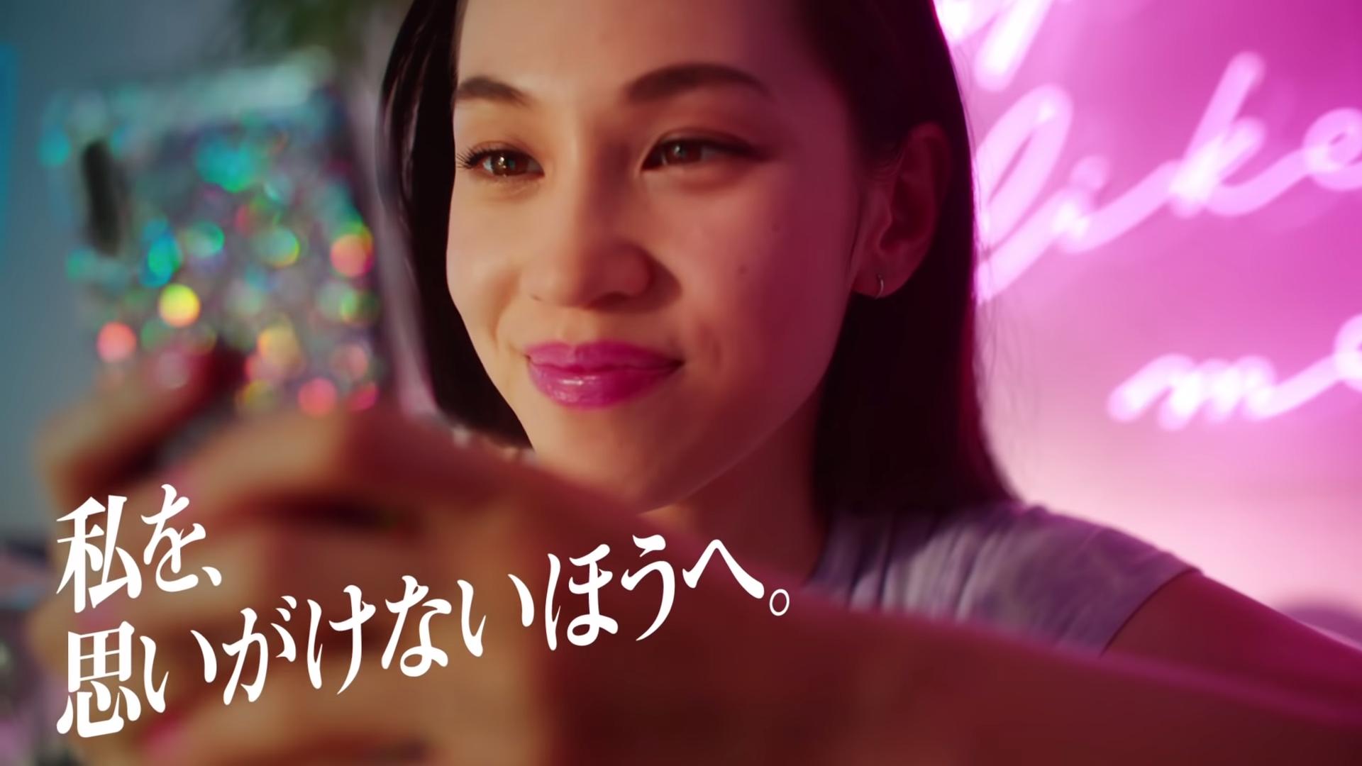 Tinder(ティンダー)水原希子CM動画「私を思いがけないほうへ(ドラマー)」篇(30秒)18+